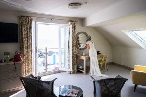 bride getting ready at fludyers hotel
